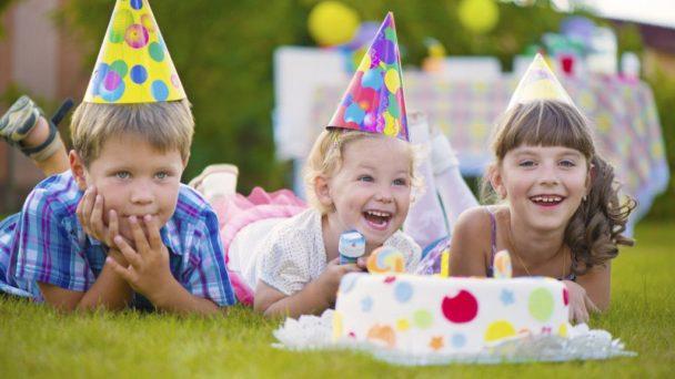 Torta di compleanno per bambini a tema farfalle
