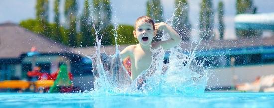 Festa per bambini in piscina zona Infernetto