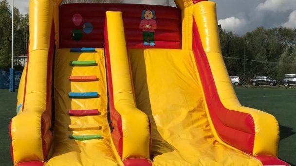 Una festa a tema circo con il noleggio dello scivolo clown in zona Pamphili