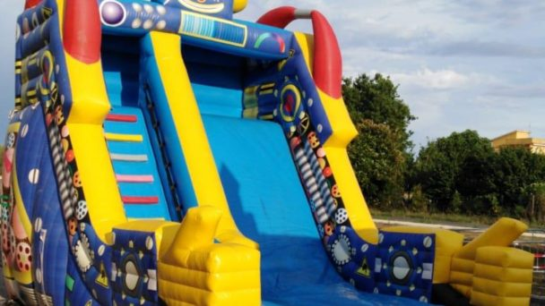 Noleggio gonfiabili e giochi gonfiabili per una festa in paese a Lariano