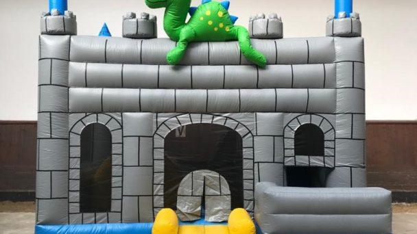 Gonfiabile castello del drago in zona Anguillara
