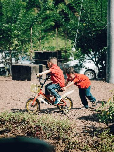 Amicizia e sport vanno di pari passo: fai fare ai tuoi bambini dei giochi sportivi