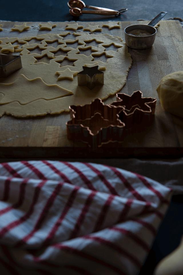 Biscotti e formine natalizie: ricette per bambini