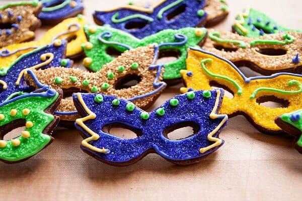 Biscotti a forma di maschera di Carnevale.