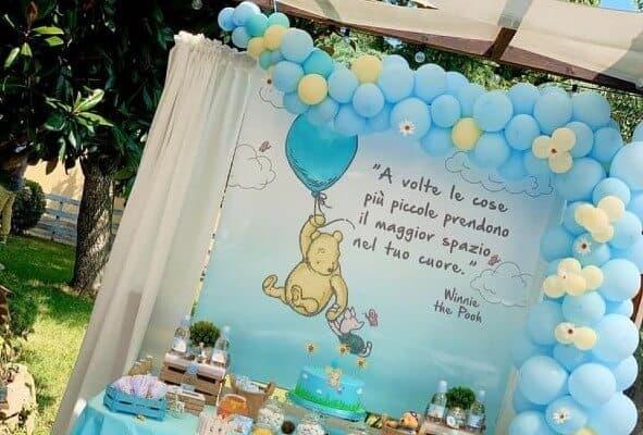 Allestimento palloncini festa a tema Winnie the Pooh