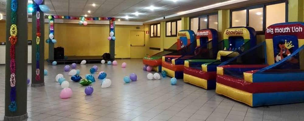 installazione di 4 giochi gonfiabili per la festa a tema luna park