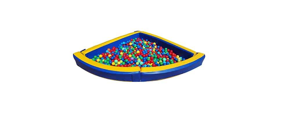piscina in gommapiuma con palline colorate