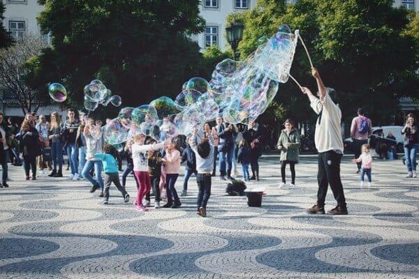 Spettacolo bolle di sapone per bambini