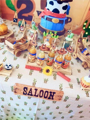 Tavolo buffet: la tovaglia a tema Far West