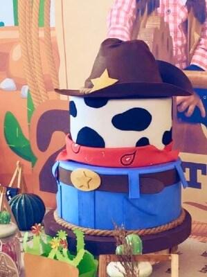 Torta a tema cowboy in pasta di zucchero
