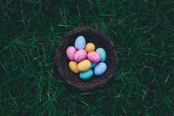 Uova di Pasqua da nascondere per la caccia al tesoro
