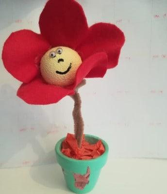 Vasetto con fiore in feltro
