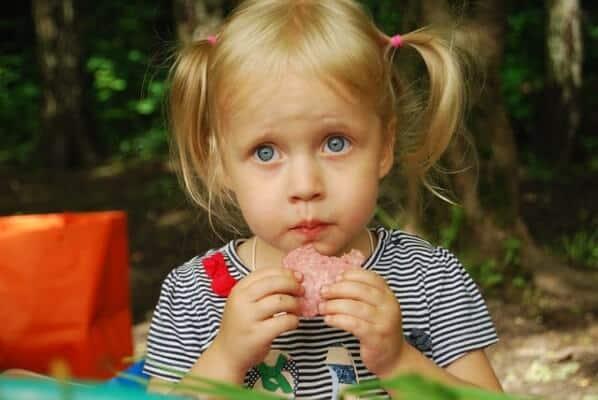 Come decorare i cibi per feste di bambini